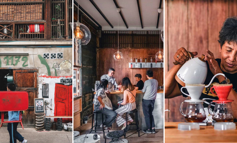Photo of This Vintage Cafe Operated By A 70 y/o Lady Is Hidden Behind A Junkyard In Bangkok
