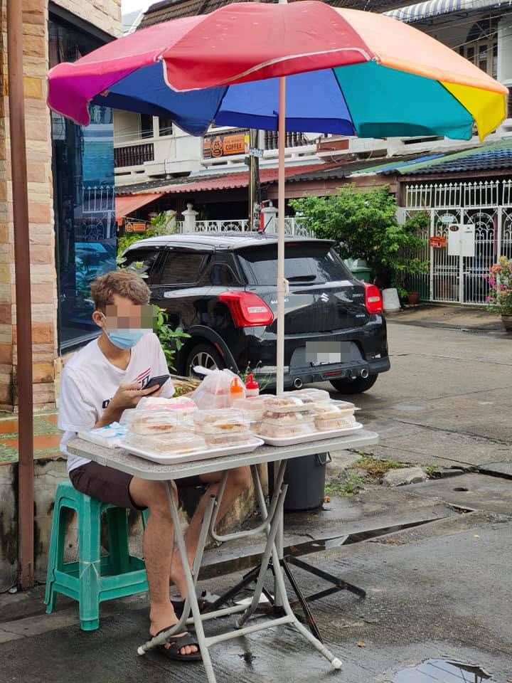 graduate selling chicken rice